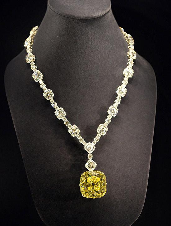 the-'Tiffany-Yellow-Diamond'-necklace