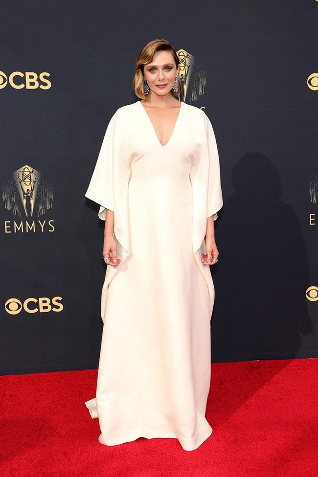Elizabeth-Olsen-at-the-Emmy-Awards-2021