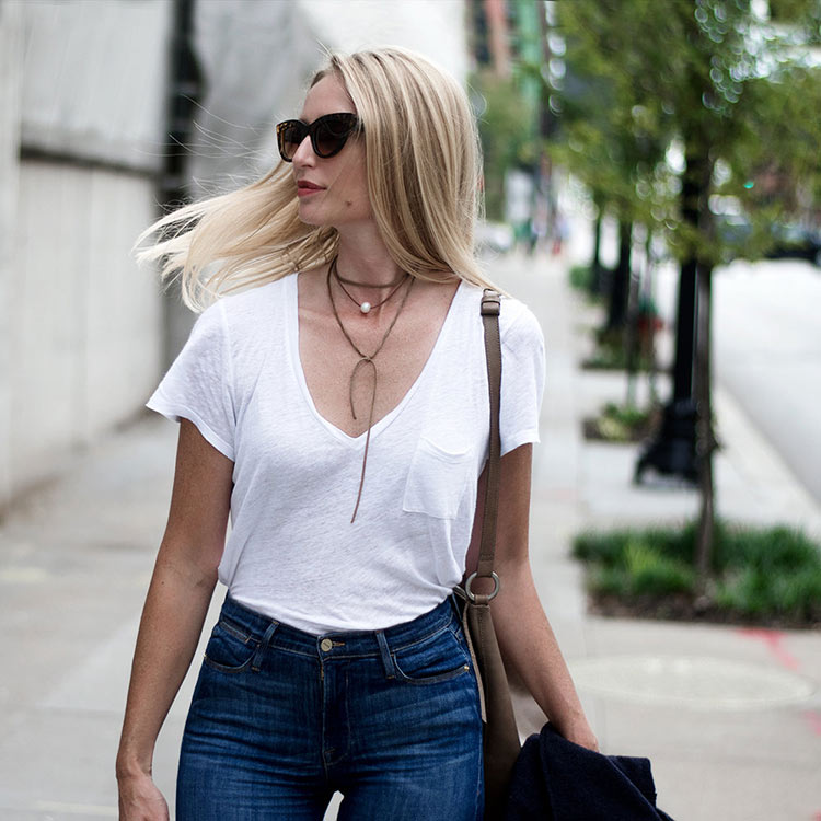 statement-necklace-on-a-white-top-paired-with-jeans