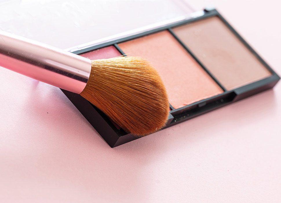 blush-compact-pallete-kit-against-pink-background-2021-04-04-19-26-51-utc